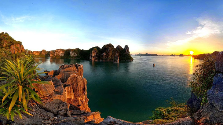 3 Beautiful Sunrise On Halong Bay